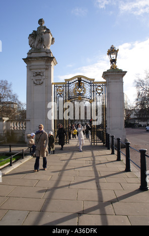Pedestrians near Buckingham Palace and St James's Park London Winter 2006 - Stock Image