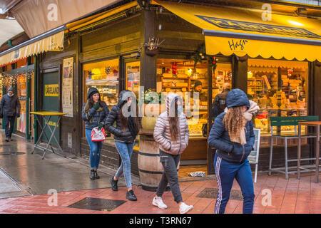Vienna Naschmarkt Linke Wienzeile open air fruit & veg market. Austria. - Stock Image