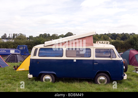 VW camper van glamping at Fairport s Cropredy Convention friendly music festive near Banbury Oxfordshire on south - Stock Image