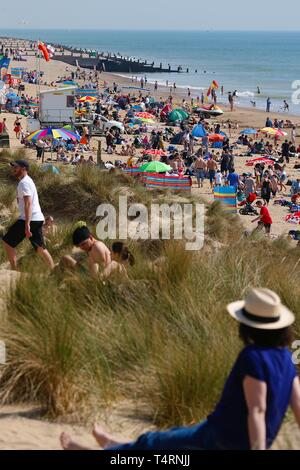 Camber, East Sussex, UK. 19th Apr, 2019. A hot and sunny start to the bank holiday weather on the South East coast with temperatures expected to exceed 24c in some parts of the country. Camber Sands in East Sussex is packed full of people making the most of the lovely day. Credit: Paul Lawrenson 2019, Photo Credit: Paul Lawrenson/Alamy Live News - Stock Image