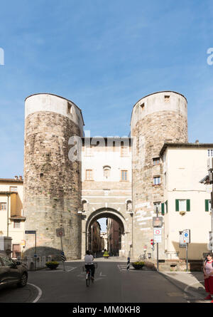 The Porta San Gervasio within the city walls of Lucca, Tuscany, Italy, Europe - Stock Image