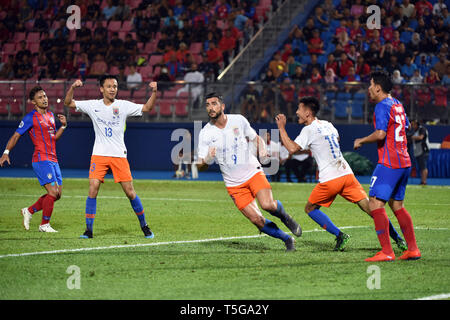 Johor Bahru, Malaysia. 24th Apr, 2019. Graziano Pelle (3rd L) of Shandong Luneng celebrates with teammates during AFC Champions League group match between Johor Darul Ta'zim and Shandong Luneng FC in Johor Bahru, Malaysia, April 24, 2019. Credit: Chong Voon Chung/Xinhua/Alamy Live News - Stock Image