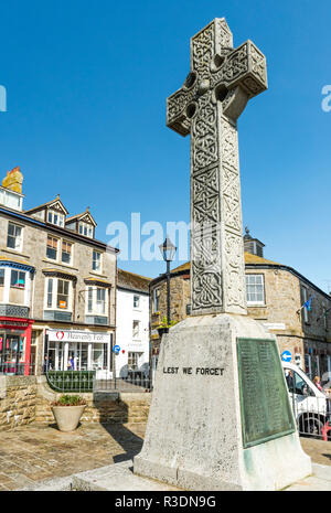 The war memorial cross in front of St Ia's Church in St Ives, Cornwall, England - Stock Image