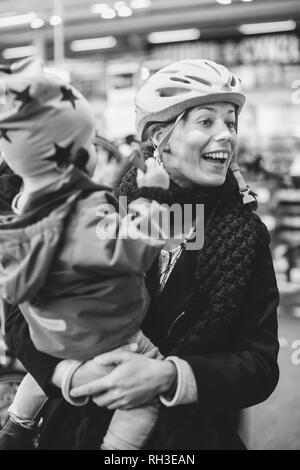 Smiling woman with child - Stock Image