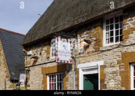 The Wooden Walls of Old England, a thatch and stone built pub dating from 15th century and named as a tribute to the Navy, Collingtree, UK - Stock Image