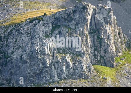 Landscape view of Las Gleras cliffs from Revilla lookout in Ordesa y Monte Perdido National Park (Escuain, Sobrarbe, Huesca, Pyrenees, Aragon, Spain) - Stock Image