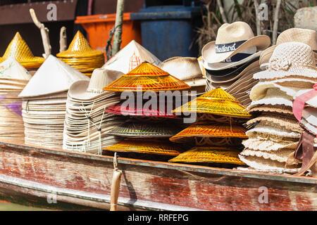 Piles of hats on a wooden boat in Damnoen Saduak Floating Market, Ratchaburi, Thailand. - Stock Image