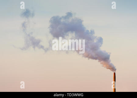 smokestack releasing smoke and pollution to the atmosphere - Stock Image