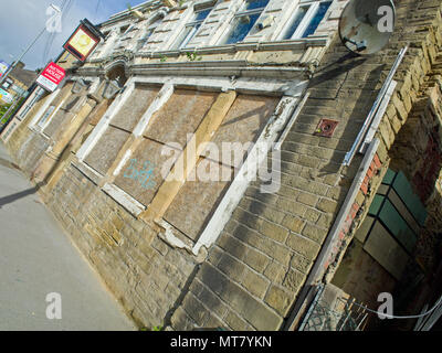 Closed Pub Leeds West Yorkshire - Stock Image