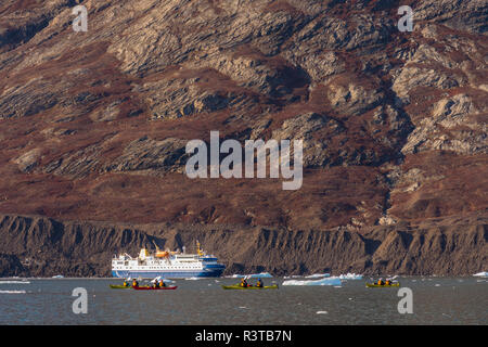 Greenland, Scoresby Sund, Gasefjord. Kayakers, cruise ship and lateral moraine. - Stock Image