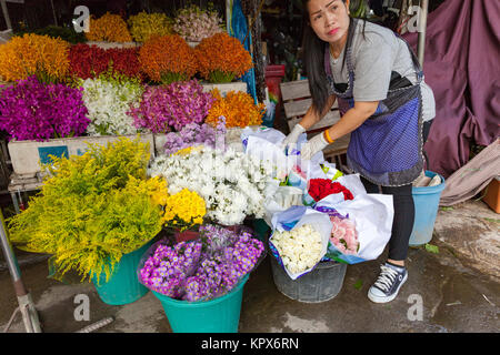 CHIANG MAI, THAILAND - AUGUST 24: Woman sells flowers at the local market on August 24, 2016 in Chiang Mai, Thailand. - Stock Image