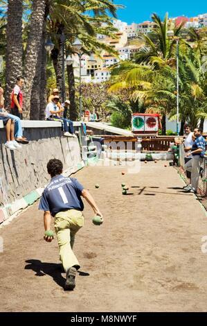 La Gomera, Canary Islands. Bowling alley on the waterfront of San Sebastian. La Gomera playing La Palma. Men playing - Stock Image