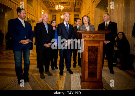 Nancy Pelosi (standing at podium), speaker of the United States of House of Representatives with Richard Neal (centre) Chair to the House Ways and Means Committee, and members of an American delegation during a press conference in the Great Hall at Parliament Building in Northern Ireland. - Stock Image