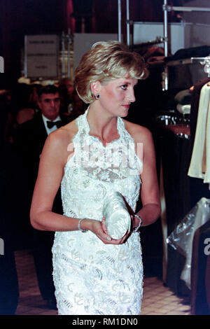 Diana, Princess of Wales views clothing displays during a charity gala fundraising event for the Nina Hyde Center for Breast Cancer Research September 24, 1996 in Washington, DC. - Stock Image
