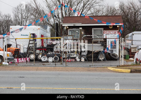 HICKORY, NC, USA-1/3/19: Crumps Auto Sales, with a lot full of auto wheels, used tires, trailers, and junk. - Stock Image