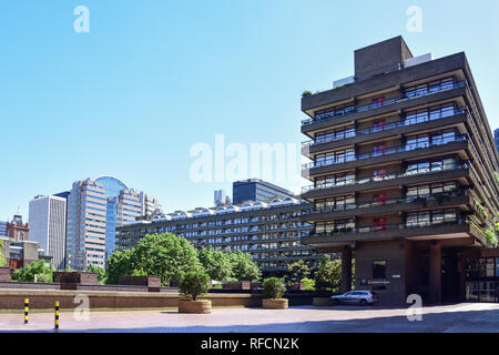 Seddon House, Barbican Estate, Lauderdale Place, Barbican, City of London, Greater London, England, United Kingdom - Stock Image