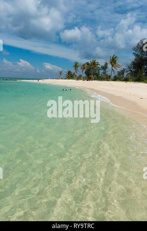 Crystal clear shore on Ko Lipe island, Thailand - Stock Image