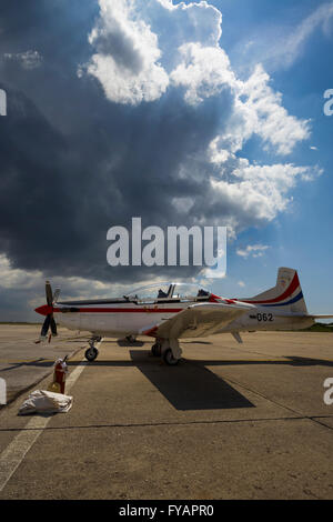 apron ground propeller training advanced Pilatus PC-9 Red propeller-driven turboprop - Stock Image