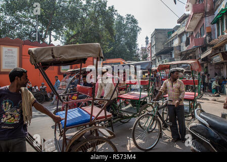 Rickshaw waiting for customers in a crowdy road, Old Delhi, India - Stock Image