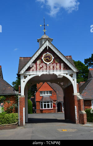 Archway to the cottages which now serve as offices at Bletchley Park, Milton Keynes, Buckinghamshire, UK - Stock Image