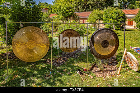 Italy Piedmont Turin Valentino Botanical garden - Wellness activity at the botanical garden Gong Bath - Stock Image