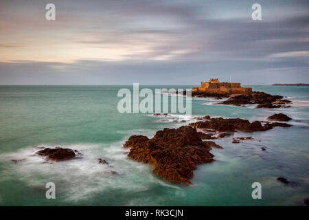 The coast at St Malo, Brittany France, with a view of Fort National. - Stock Image