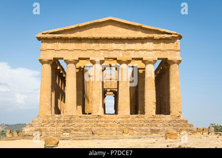 Italy Sicily Agrigento Valle dei Templi Valley of the Temples start 581BC by colonists from Gela Tempio della Concordia Temple of Concord - Stock Image