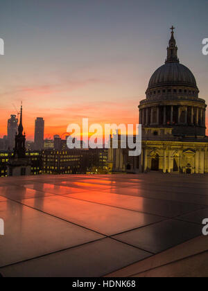 London : St Paul's Cathedral at sunset with a City skyline behind - Stock Image