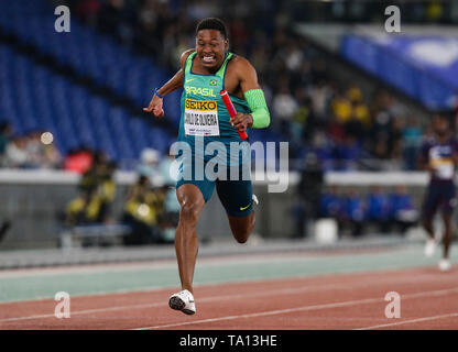 YOKOHAMA, JAPAN - MAY 12: Paulo André Camilo De Oliveira of Brazil anchors his team home to win the mens 4x100m relay final during Day 2 of the 2019 IAAF World Relay Championships at the Nissan Stadium on Sunday May 12, 2019 in Yokohama, Japan. (Photo by Roger Sedres for the IAAF) - Stock Image