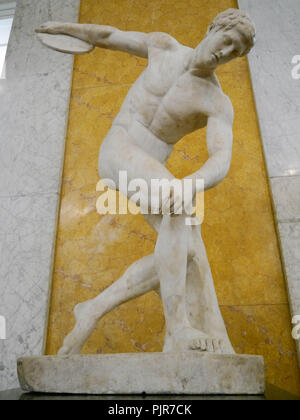 A second century Roman scultpue, 'Discobulos', copied from an earlier Greek original. On display at the British Museum, London - Stock Image