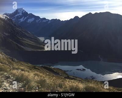 Mt Cook waking up on a clear late autumn day - Stock Image