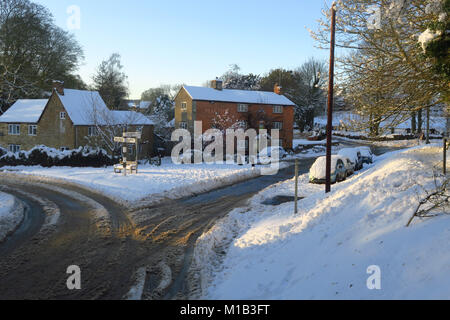 The Pear Tree Inn, Hook Norton in the late afternoon sunshine in the aftermath of a severe snowfall - Stock Image