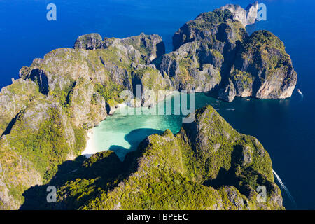 View from above, stunning aerial view of Koh Phi Phi Leh (Phi Phi Islands) with the beautiful Maya Bay. - Stock Image