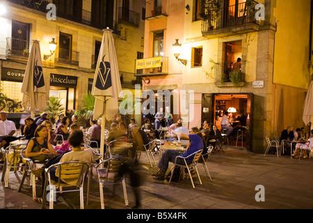 Plaza de Santa Maria street cafes in the evening La Ribera Barcelona - Stock Image