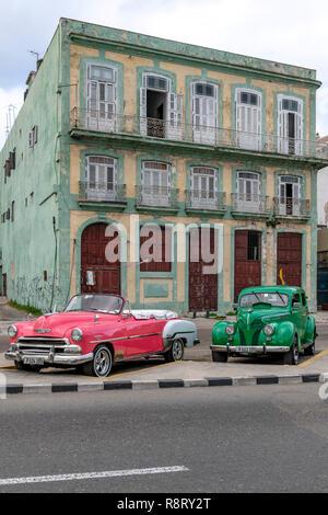 Early morning scene with two Cuban / American cars near the Malacon in Havana Cuba - Stock Image