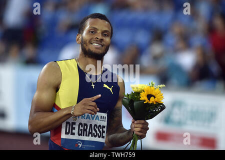 Ostrava, Czech Republic. 20th June, 2019. Andre De Grasse from Canada celebrates after he won the men's 200 meters event at the Golden Spike athletics IAAF World Challenge in Ostrava on Thursday, June 20, 2019 Credit: Jaroslav Ozana/CTK Photo/Alamy Live News - Stock Image