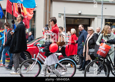Stockholm, Sweden, 1st May, 2018. First May demonstration in Stockholm. PM Stefan Lofvén with wife Ulla Lofvén in the parade. Credit: Barbro Bergfeldt/Alamy Live News - Stock Image