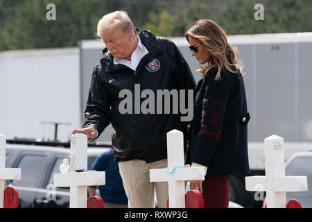 U.S President Donald Trump and First Lady Melania Trump view crosses at a a makeshift memorial March 8, 2019 in Opelika, Alabama. The region was hit by a tornado on March 3rd killing 23 people. - Stock Image