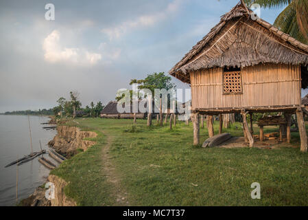 Kaminibit Village on the shores of Sepik River, East Sepik Province, Papua New Guinea - Stock Image