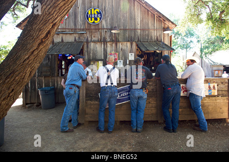 Men standing at outdoor bar in Luckenbach, Taxes, USA - Stock Image