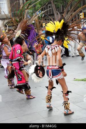 Young Mexican Dancers in Aztec Costume, Zocalo Square, Plaza de la Constitucion, Mexico City, Mexico - Stock Image