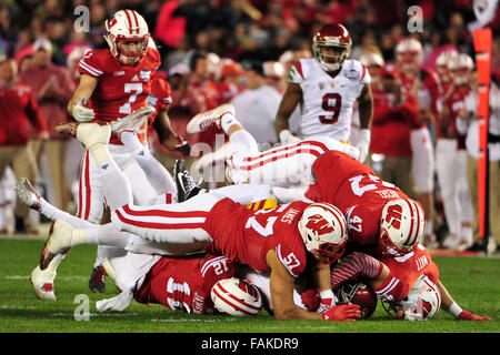 December 19, 2015. A host of Wisconsin defenders smother USC Running Back during the 2015 National Education Holiday - Stock Image