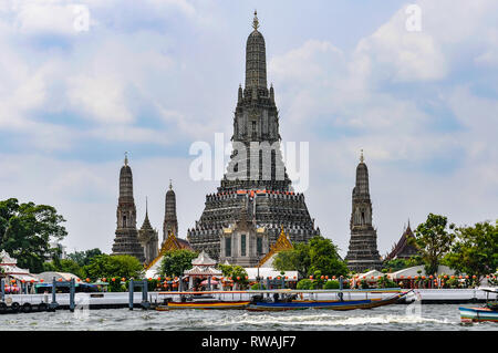 Wat Arun Ratchawararam in the Chao Praya River in Bangkok in Thailand - Stock Image