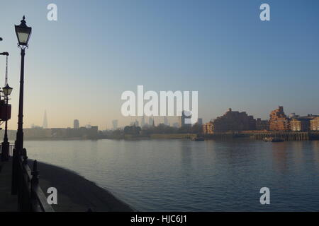 Thames Path and River Thames. Rotherhithe, London UK - Stock Image