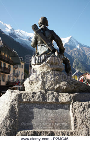Michel Gabriel Paccard monument, doctor and first man along with Jacques Balmat to climb Mont Blanc, looking at Mont Blanc. On 8 - Stock Image