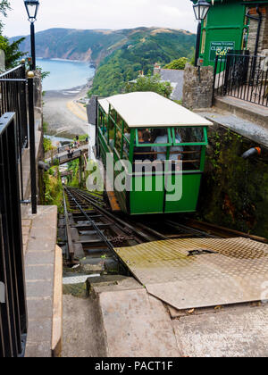 Carriage descending on the 1888 Lynton to Lynmouth cliff railway.  Lynmouth bay, Devon, UK in the background - Stock Image