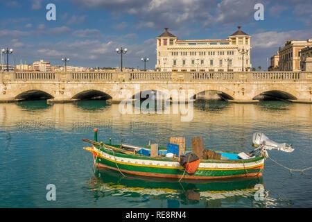 Umbertino Bridge Ortygia Island, Syracuse, Sicily, Italy - Stock Image