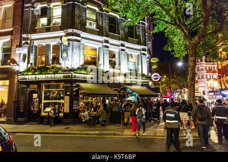 London nightlife, London pub, London bar, The Porcupine London bar, Nightlife London, London city nightlife, drinking - Stock Image