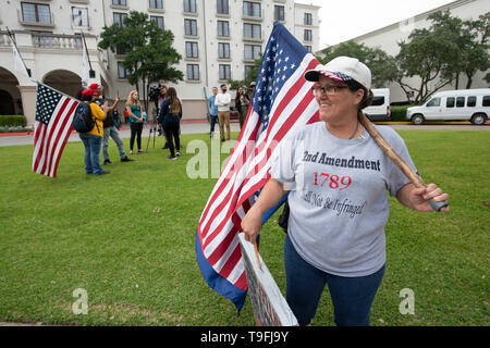 Anti-Muslim protesters, including Melanie Brooks of Killeen, Texas, gather outside the hotel where Muslin Congresswoman Ilhan Omar of Minnesota headlined at Austin's annual city-wide iftar dinner. - Stock Image
