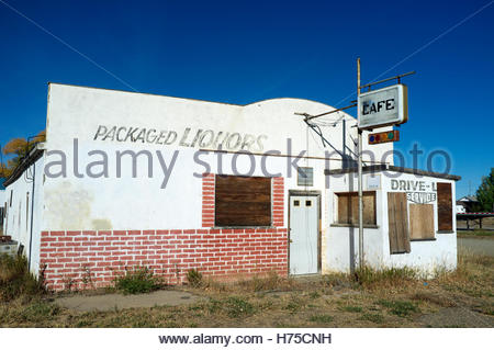 A decaying former roadside eatery in Rock River (Albany County), on the US Route 30/287, Wyoming, USA. - Stock Image